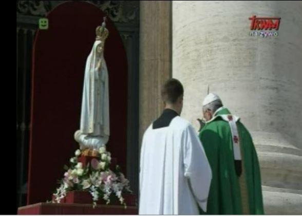 papież zawierza świat