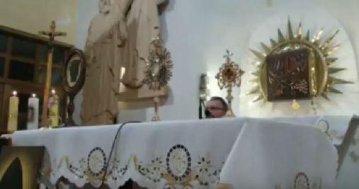 Adoracja ks. Cielecki i relikwie św. Pio
