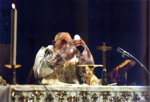 padre-pio-ostia-altare-043-1024x701